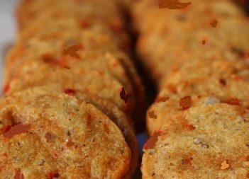 Pecan-Cheese Crisps